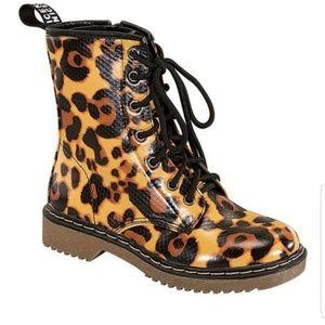 98ac520027 Women Lady Godiva Shoes on Poshmark
